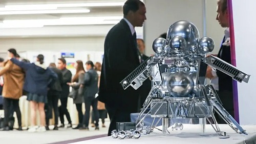Một thiết bị không gian trưng bày tại Diễn đàn Cơ quan Vũ trụ khu vực châu Á-Thái Bình Dương vừa diễn ra tại Nhật Bản. Ảnh: Nikkei