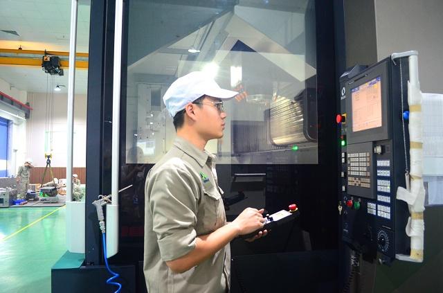 Nhựa Hà Nội đã có một xưởng khuôn chuyên thiết kế, chế tạo các loại khuôn phục vụ chủ yếu trong lĩnh vực xe máy, điện – điện tử.