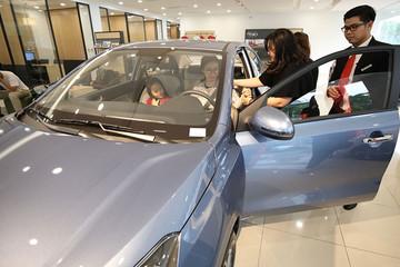 Người Việt mua ôtô đắt đến bao giờ?