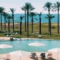<p> Hai nhà đồng sáng lập Google thường tổ chức kỳ nghỉ Google Camp cùng nhiều nhân vật nổi tiếng như CEO Snap Evan Spiegel, nhà làm phim nổi tiếng George Lucas, ca sĩ Pharrell tại Sicily, Italia mỗi năm. Địa điểm được chọn là khu nghỉ dưỡng xa xỉ Vendura Resort có giá phòng tới 2.000 USD/đêm với bờ biển dài dọc biển Địa Trung Hải và 2 sân golf 18 lỗ. (Ảnh: <em>Youtube</em>)</p>
