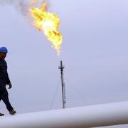 Giá dầu trái chiều ngay trước thềm cuộc họp của OPEC