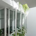<p> Theo kiến trúc sư, cây cỏ là điểm nhấn, góp phần tạo ra không gian thư giãn bên trong ngôi nhà.</p>