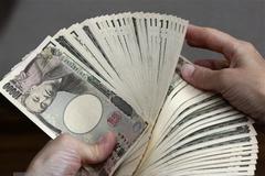 Thủ tướng Nhật Bản công bố gói hỗ trợ kinh tế trị giá 120 tỷ USD
