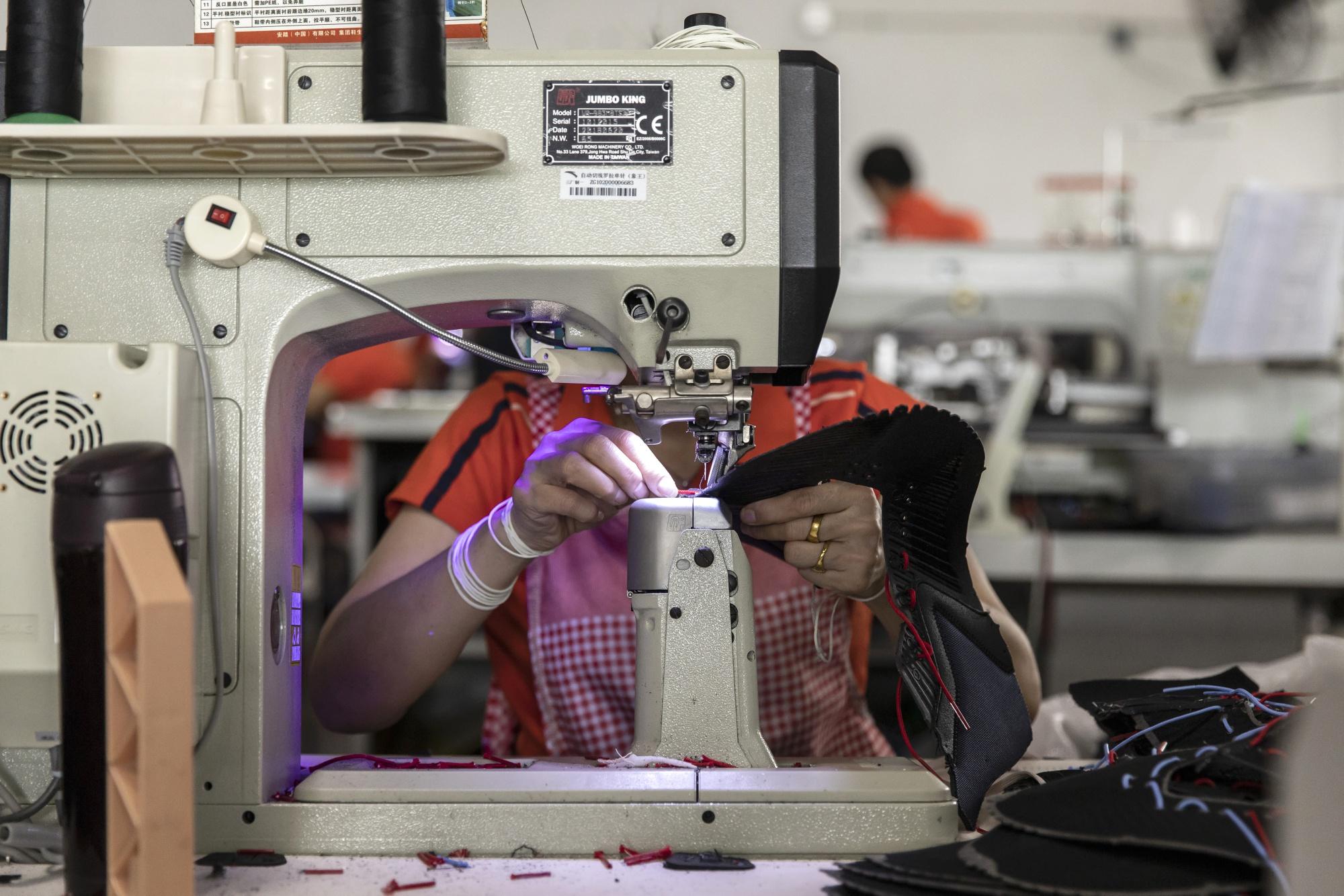 Công ty châu Âu tìm cách thích ứng đòn thuế Mỹ - Trung