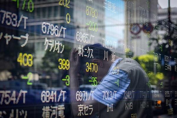 Chứng khoán châu Á giảm, chờ tới hạn chót Mỹ áp thuế Trung Quốc