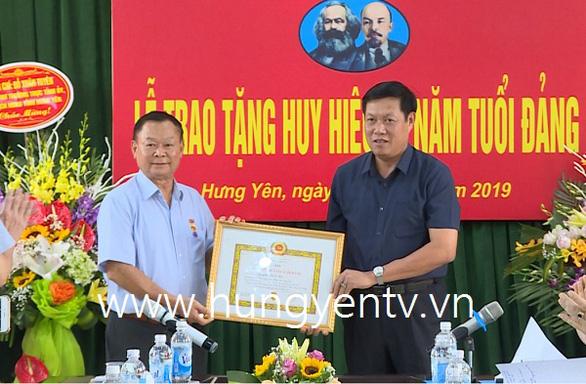 Điều động chủ tịch HĐND tỉnh Hưng Yên làm thứ trưởng Bộ Y tế.