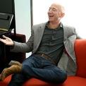 """<p class=""""Normal""""> Theo <em>Forbes</em>, hiện Jeff Bezos sở hữu khối tài sản trị giá 109 tỷ USD, đến chủ yếu từ cổ phiếu của Amazon. Tại công ty, mức lương hàng năm của Bezos gần 82.000 USD. Ảnh: <em>Getty</em>.</p>"""