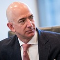 <p> Mỗi phút, Jeff Bezos kiếm được gần 150.000 USD, cao hơn gấp 3 lần thu nhập trung bình hàng năm của người lao động Mỹ. Ảnh: <em>Getty</em>.</p>