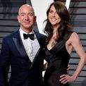 <p> Sau khi chia cho vợ cũ 25% số cổ phiếu Amazon mà Jeff Bezos nắm giữ, ông vẫn là người giàu nhất thế giới trong một thời gian dài. Với khối tài sản trị giá 35,2 tỷ USD, MacKenzie Bezos hiện là người phụ nữ giàu thứ 4 hành tinh. Ảnh: <em>AP</em>.</p>