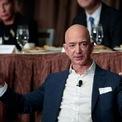 <p> Tỷ phú Bezos giàu đến nỗi việc ông chi 1,1 triệu USD cũng chỉ như một người Mỹ trung bình tiêu 1 USD. Ảnh: <em>Getty</em>.</p>