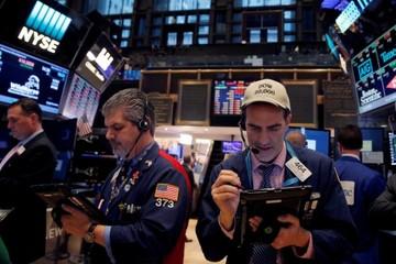 Nhà đầu tư chờ thêm thông tin về thương chiến Mỹ - Trung, Phố Wall giảm nhẹ