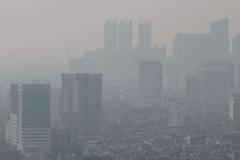 Không khí tại TP HCM và Hà Nội sắp chạm mức cực nguy hại cho sức khỏe