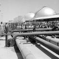 <p> Vào tháng 3/1938, một lượng dầu đáng kể được phát hiện, mở đường cho Saudi Arabia trở thành nhà sản xuất tầm cỡ quốc tế và là một trong những trung tâm năng lượng quan trọng nhất thế giới. Ảnh:<em> Getty Images.</em></p>