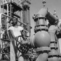 <p> Phát hiện lớn tiếp theo xảy ra vào năm 1941, dầu được tìm thấy ở Abqaiq. Ảnh: <em>Getty Images.</em></p>