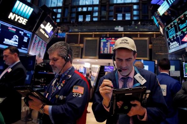 Phố Wall nhích lên một chút sau khi Fed giữ nguyên lãi suất