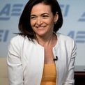 """<p class=""""Normal""""> <strong>3.<span> </span>Sheryl Sandberg: 1,8 tỷ USD</strong></p> <p class=""""Normal""""> COO Facebook</p> <p class=""""Normal""""> Quốc gia: Mỹ</p> <p class=""""Normal""""> Tuổi: 50</p> <p class=""""Normal""""> Xếp hạng trong Top 100: 18</p> <p class=""""Normal""""> Đảm nhiệm vị trí COO Facebook từ 2008, Sheryl Sandberg được coi là """"cánh tay đắc lực"""" của CEO Mark Zuckerberg. (Ảnh: <em>AP</em>)</p>"""