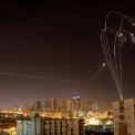<p> Hệ thống phòng thủ không quân của Israel bắn tên lửa đạn đạo để công phá các tên lửa được phóng từ khu vực dải Gaza gần Asheklon, Israel vào ngày 5/5. Một ngày trước đó, quân đội Israel cho biết hệ thống phòng thủ tên lửa Iron Dome đã chặn hàng chục tên lửa, đồng thời họ tiết lộ thêm rằng ít nhất 200 rocket được bắn từ dải Gaza. Tuần đầu tiên của tháng 5 là thời điểm Israel và Palestine rơi vào cuộc chiến tồi tệ nhất kể từ năm 2014. Ảnh: <em>Reuters</em>.</p>