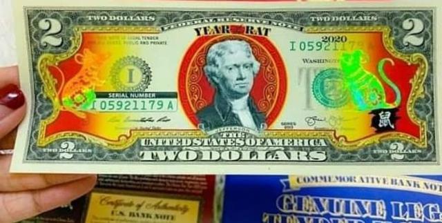 Tờ 2 USD in hình con chuột được nhập nhiều về Việt Nam. Ảnh: TST.