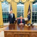 """<p class=""""Normal""""> Tổng thống Donald Trump chào đón Ngoại trưởng Nga Sergey Lavrow tới phòng Bầu dục của Nhà Trắng vào ngày 10/12. Trên Twitter, ông chủ Nhà Trắng viết: """"Chúng tôi đã thảo luận rất nhiều chủ đề, bao gồm thương mại, Iran, Triều Tiên, Hiệp ước Các lực lượng hạt nhân tầm trung, kiểm soát vũ khí hạt nhân và can thiệp bầu cử. Tôi mong được tiếp tục đối thoại trong tương lai gần"""".<br /><br /><span>Phát biểu ý kiến tại cuộc họp báo ngay sau cuộc gặp, ngoại trưởng Nga khẳng định: """"Tổng thống Donald Trump nhận thức rõ lợi ích của mối quan hệ tốt đẹp với Nga, nhưng tại Mỹ, có những lực lượng không chia sẻ quan điểm này và can thiệp vào việc thiết lập quan hệ giữa hai nước"""". Ảnh: <em>Nhà Trắng.</em></span></p>"""