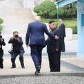 """<p class=""""Normal""""> Ngày 30/6, trong cuộc gặp với nhà lãnh đạo Kim Jong-un, Tổng thống Donald Trump bước sang lãnh thổ Triều Tiên, trờ thành tổng thống Mỹ đương nhiệm đầu tiên làm việc này. Bức ảnh chụp khoảnh khắc ông Trump bước qua đường phân giới tại khu vực phi quân sự liên Triều để đi vào lãnh thổ Triều Tiên. Sau khi bước 20 bước sang phía Triều Tiên, Tổng thống Trump và Chủ tịch Kim bắt tay nhau, trước khi cả hai bước sang địa phận do Hàn Quốc kiểm soát và cùng gặp Tổng thống Moon Jae-in.<br /><br /><span>Khi đó, ông Kim nói rằng: """"Tổng thống Trump vừa bước qua đường phân giới. Điều đó khiến ông trở thành tổng thống Mỹ đầu tiên thăm đất nước chúng tôi. Thật sự chỉ cần nhìn vào hành động này, đây là một biểu hiện của sự sẵn sàng xóa bỏ quá khứ và mở ra tương lai mới"""".</span><br /><br /><span>Tuy nhiên, đến ngày 7/12, Đại sứ Triều Tiên tại Liên Hợp Quốc Kim Song cho biết nước này không còn đàm phán hạt nhân với Mỹ, đồng thời chỉ trích chính quyền Trump đang cố """"câu giờ"""". Đàm phán phi hạt nhân hóa bán đảo Triều Tiên rơi vào bế tắc sau khi hội nghị thượng đỉnh Mỹ - Triều hồi tháng 2 kết thúc mà không đạt thỏa thuận. Cuộc gặp giữa 2 nhà lãnh đạo ở biên giới liên Triều cũng không khiến tình hình khả quan hơn. Ảnh: </span><em>Getty Images.</em></p>"""