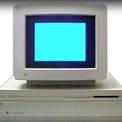 """<p class=""""Normal""""> <strong>4.<span> </span>Macintosh IIfx (1990): 12.000 USD</strong></p> <p class=""""Normal""""> Tại thời điểm phát hành IIfx vào năm 1990, Apple đã sản xuất máy tính 14 năm và bán được 15 sản phẩm khác nhau. IIfx được hãng giới thiệu là chiếc máy tính siêu nhanh có thể tạo ra ảnh hưởng lớn trong phân khúc máy tính trạm nhưng thực tế thiết bị này lại bị tụt hậu so với các đối thủ. IIfx có giá từ 9.780 USD đến 12.000 USD. (Ảnh: <em>Youtube</em>)</p>"""