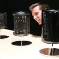"""<p class=""""Normal""""> <strong>6.<span> </span>Mac Pro (2013): 9.599 USD</strong></p> <p class=""""Normal""""> Thiết kế hình trụ (phía trên có khoảng rỗng để tản nhiệt) khiến Mac Pro bị một số người mỉa mai rằng giống một thùng rác. Bản cấu hình cao nhất với chip xử lý 12 nhân và bộ nhớ RAM 64 GB có giá 9.599 USD. (Ảnh: <em>Getty Images</em>)</p>"""
