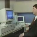 """<p class=""""Normal""""> <strong>7.<span> </span>Macintosh IIx (1988): 9.369 USD</strong></p> <p class=""""Normal""""> IIx ra mắt vào năm 1988 như một phiên bản nâng cấp của máy Macintos II và được trang bị màn hình màu. Tại thời điểm phát hành, Apple ca ngợi Mac IIx là chiếc máy tính sẽ củng cố vị thế của hãng trên thị trường và sẽ tập trung vào mảng giáo dục. Với ổ cứng 80 MB, chiếc máy tính này được bán với giá 9.369 USD. (Ảnh: <em>Youtube</em>)</p>"""