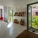 <p> Cửa kính được sử dụng như một giải pháp nhằm tạo hiệu ứng về không gian, giúp ngôi nhà đón nhiều ánh sáng tự nhiên.</p>