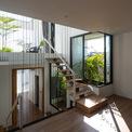 <p> Nhìn từ bên ngoài, ngôi nhà gồm 3 tầng chính nhưng bên trong, với các tầng lửng đan xen, không gian được chia tách thành 5 tầng nhỏ.</p>