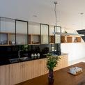 <p> Khu bếp được thiết kế hiện đại</p>
