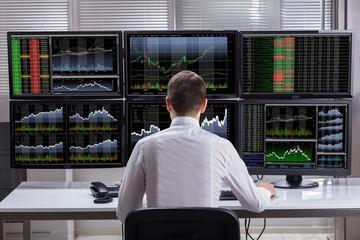 Nhiều cổ phiếu lớn lao dốc, thị trường tiếp tục giảm