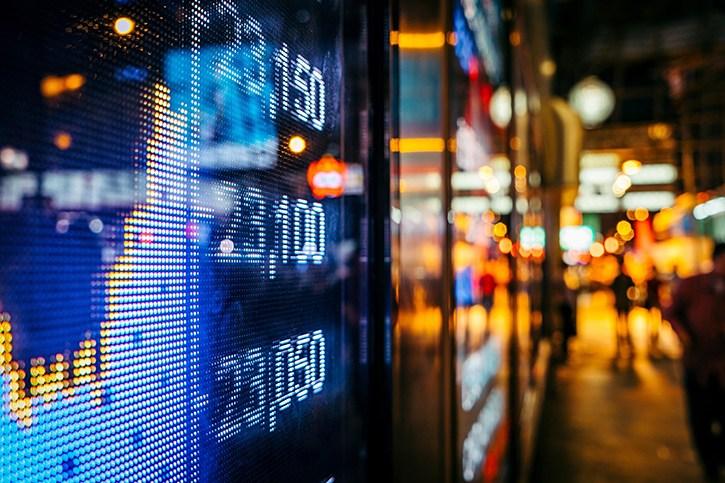 CW dựa theo cổ phiếu VNM đi ngược thị trường, thanh khoản tiếp tục giảm