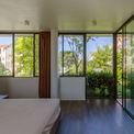 <p> Phòng ngủ ở tầng 2 được thiết kế và bài trí tối giản.</p>