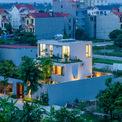<p> Stepping Green House là ngôi nhà hiện đại ở Ninh Bình với không gian sống được bố trí xen kẽ với những khu vườn nhỏ, tạo ra một tổng thể kiến trúc gần gũi với thiên nhiên.</p>