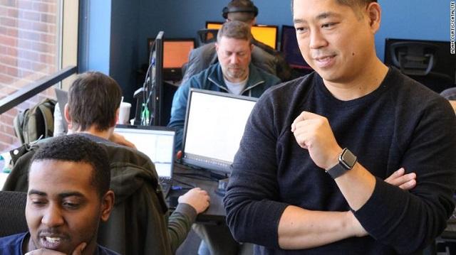 Công ty giúp nhân viên bảo vệ thành kỹ sư phần mềm lương 6 chữ số