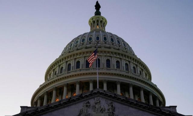 Tòa nhà quốc hội Mỹ trên đồi Capitol hôm 18/12. Ảnh: Reuters.