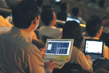 Hai quỹ ETF giao dịch 'êm đềm', VN-Index vẫn tăng hơn 4 điểm