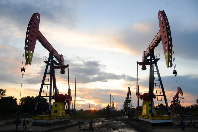 Giá dầu giảm, rời đỉnh 3 tháng
