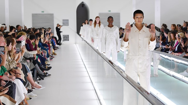 Những mẫu thời trang gây tranh cãi năm 2019
