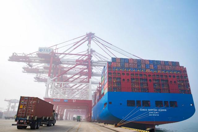 sụt giảm xuất khẩu đã lấy mất 1,3 điểm phần trăm từ GDP của Trung Quốc trong năm nay.