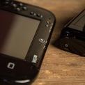 """<p class=""""Normal""""> <strong>Nitendo Wii U (2012)</strong></p> <p class=""""Normal""""> Dựa trên sự nổi tiếng của dòng máy trò chơi cầm tay Switch, Nitendo hoàn toàn có lý khi phát triển sản phẩm Wii U. Các sản phẩm này giúp giải phóng người chơi khỏi việc phải ngồi suốt nhiều giờ đồng hồ trước màn hình TV. Nhưng công tác chế tạo dường như chưa thể đạt đến sự hoàn hảo. Được trang bị màn hình lên tới 6,2 inch, máy chơi game này có bề ngoài khá cồng kềnh, và khối lượng lớn. Đôi lúc, người chơi sẽ gặp phải nhiều tình huống khó chịu khi kết nối máy chơi game này với một màn hình ngoại vi.</p> <p class=""""Normal""""> Sản phẩm này còn hoàn toàn phụ thuộc vào một bộ điều khiển trung tâm, điều đó cho phép bạn có thể chạy đi chạy lại giữa các phòng trong nhà, miễn là khoảng cách không quá lớn so với bộ điều khiển trung tâm kể trên. Nhưng tất nhiên, bạn sẽ không thể ra khỏi nhà được. Nitendo cũng """"lười"""" cập nhật sản phẩm Wii U của mình, và kết quả là, doanh số dòng sản phẩm U này chỉ đạt xấp xỉ 14 triệu, trong khi, đã có hơn 100 triệu sản phẩm Wii đã đến tay người sử dụng.</p>"""