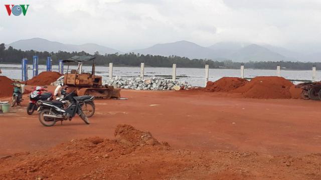 Công trường xây dựng Nhà máy điện mặt trời Đầm Trà Ô, Bình Định.