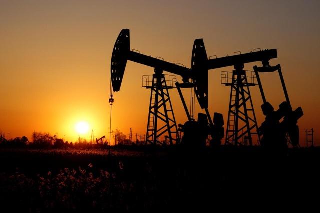 Giá dầu Brent năm 2020 được dự báo ở 59 - 70 USD/thùng. Ảnh: Reuters.