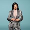 """<p class=""""Normal""""> <strong>10.<span> </span>Nữ tỷ phú Kylie Jenner bán lại 51% công ty mỹ phẩm của mình</strong></p> <p class=""""Normal""""> Tháng 3/2019, Forbes vinh danh Kylie Jenner là tỷ phú tự thân trẻ nhất thế giới. Tháng 11 vừa qua, cô em út nhà Kim bán 51% cổ phần hãng mỹ phẩm Kylie Cosmetics do mình sáng lập cho tập đoàn Coty. Thỏa thuận này đồng nghĩa Kylie Cosmetics được định giá 1,2 tỷ USD.</p>"""