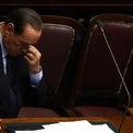 """<p class=""""Normal""""> <strong>2.<span> </span>Tỷ phú Silvio Berlusconi từ chức thủ tướng Italia</strong></p> <p class=""""Normal""""> Tháng 11/2011, ông Silvio Berlusconi đã đệ đơn từ chức thủ tướng Italia sau khi mất quyền kiểm soát quốc hội. Ông Berlusconi đã 3 lần làm thủ tướng, với nhiệm kỳ đầu tiên vào năm 1994. Tính đến năm 2011, ông Berlusconi sở hữu tài sản trị giá 6 tỷ USD, bằng một nửa so với con số 12,8 tỷ USD vào năm 2000. (Ảnh: <em>Getty Images</em>)</p>"""