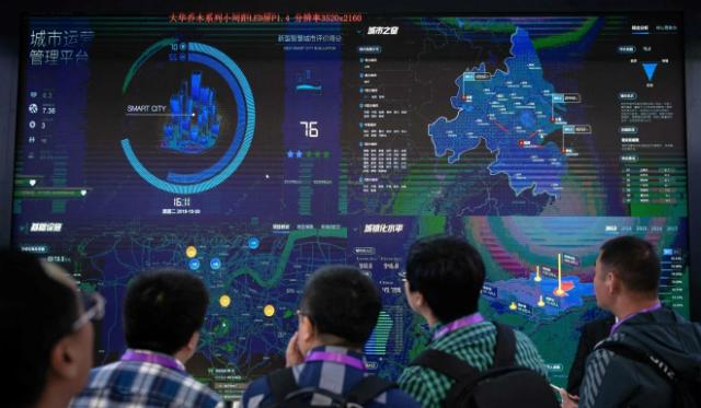Hệ thống trí tuệ nhân tạo liên kết với nhiều nền tảng dữ liệu, cho phép kiểm tra chéo thông tin. Ảnh: AFP.