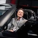 """<p class=""""Normal""""> <strong>3.<span> </span>Elon Musk trở thành tỷ phú</strong></p> <p class=""""Normal""""> Năm 2012, Elon Musk lần đầu xuất hiện trong danh sách tỷ phú của Forbes với tài sản trị giá 2 tỷ USD sau khi Tesla Motor lên sàn chứng khoán. Tesla giới thiệu chiếc SUV đầu tiên của hãng, Model X vào tháng 2/2012. (Ảnh: <em>Getty Images</em>)</p>"""