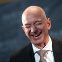 """<p class=""""Normal""""> <strong>9.<span> </span>Nhà sáng lập Amazon, Jeff Bezos trở thành tỷ phú giàu nhất thế giới</strong></p> <p class=""""Normal""""> Nhà sáng lập và CEO của Amazon đã có một năm 2018 không thể tuyệt vời hơn. Tài sản của ông tăng 78,5 tỷ USD trong một năm, lên mức 160 tỷ USD và soán ngôi giàu nhất thế giới của Bill Gates.</p>"""
