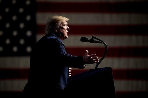 Chính quyền của ông Trump có thể đối diện nhiều kiện tụng hơn nếu tiếp tục theo đuổi chiến lược dùng thuế quan để gây sức ép lên các đối tác thương mại. Ảnh: AP