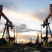 Tồn kho tại Mỹ giảm vượt dự báo, giá dầu lên đỉnh 3 tháng